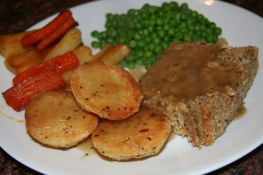 cashew nut roast with herb stuffing 2
